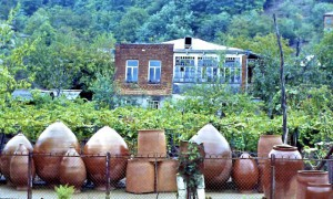 Caucasan_Weinfässer1